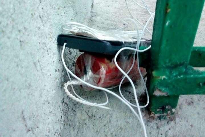 У Києві біля офісу знайшли саморобну вибухівку