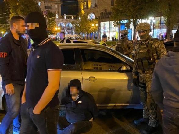 У Києві за розбійний напад на підприємця під час спецоперації затримали двох осіб