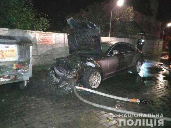 Кандидату у депутати до Рівненської облради підпалили Mercedes-Benz