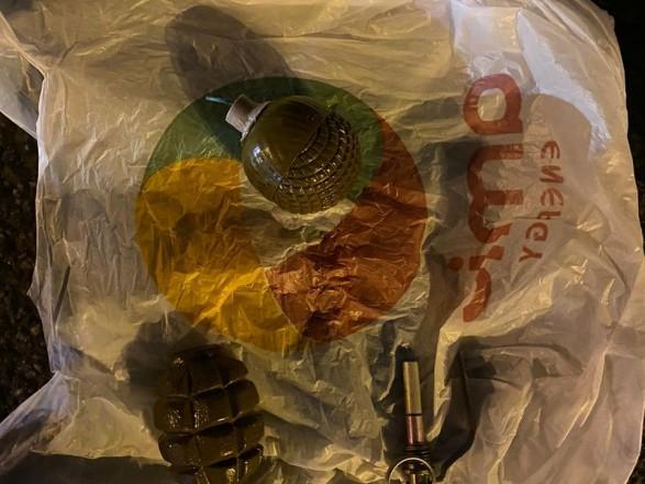 У Києві арештували двох осіб через підозру у розбійному нападі на підприємця у центрі міста