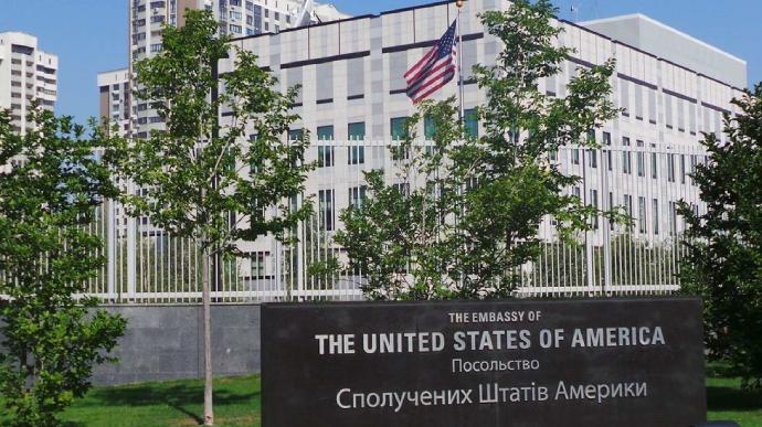 У Києві побили працівницю посольства США: вона померла у лікарні